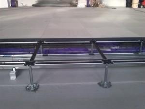 Šynos-silpnos-srovės-kabelių-tiesimas-pakeliamų-grindų-klojimas.