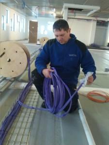 Pirmas-žingsnis-Silpnųjų-srovių-elektros-laidų-instaliacija